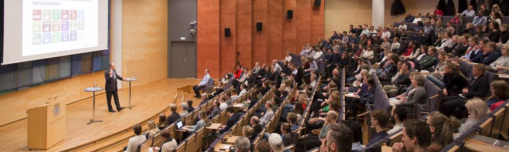 Mr Jan Eliasson talking in the Malmsten lecture hall 2018